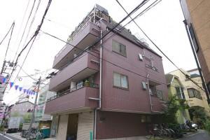 外観です。1階はクロネコヤマト。